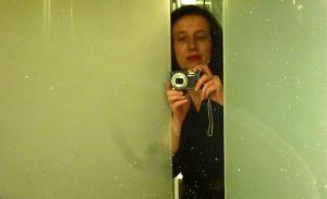 Fabienne Issartel. Autoportrait à l'hôtel Océania de St Malo, après une belle soirée au festival Etonnants Boyageurs 2015