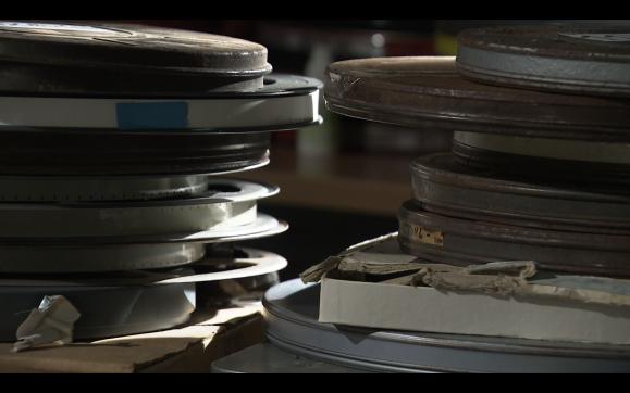 Les boites rouillées contenant les rushs de Jean Lacombe retrouvées par sa famille après son décès en Martinique
